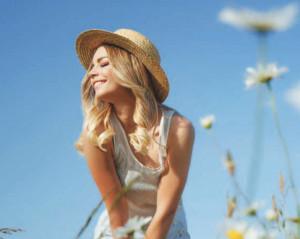 VACANZE 2020 – IL BEAUTY-CASE DIVENTA «GLAMPING»
